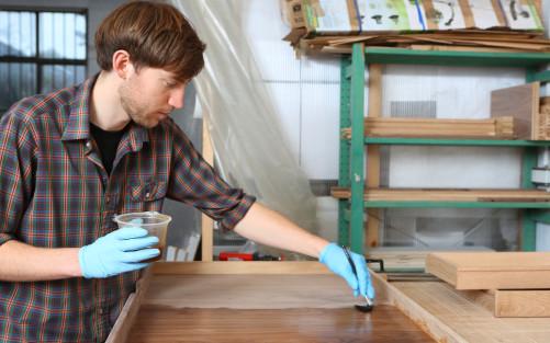 mobilier en bois massif quel produit de finition et d 39 entretien choisir bricolage blog. Black Bedroom Furniture Sets. Home Design Ideas