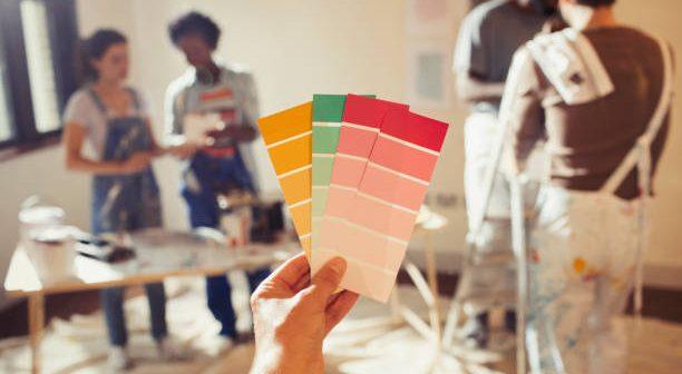 Choix de peinture avec un nuancier de couleurs